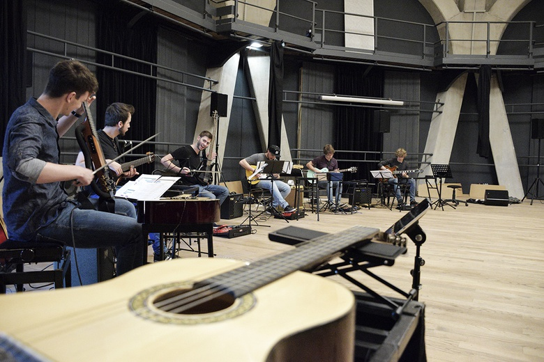 Open Source Guitars  © Music University Trossingen